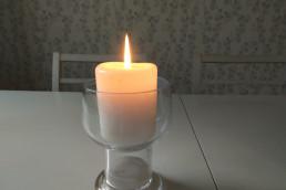 Kerzen brennen zum Gedenken, Nie wieder Faschismus!